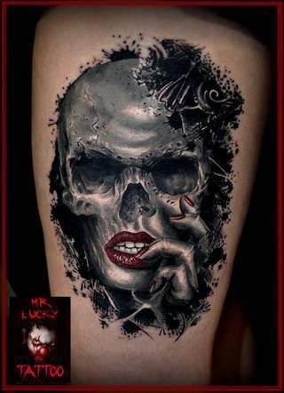 Studio tatuażu D13 znajduje się w samym sercu Toruńskiej starówki z pięknym widokiem na rynek staromiejski.To kolejne studio jakie prowadzimy pierwsze znajduje sie w Luksemburgu teraz czas na Polske ** Oferujemy ** - Zakrywanie, przerabianie, poprawianie starych tatuaży - Realizowanie najśmielszych pomysłów na tatuaże ** Gwarantujemy ** - Sterylne warunki - Atrakcyjne ceny - Fachową pomoc - Mnóstwo wzorów i czcionek do wyboru - Profesjonalne podejście do każdego klienta - Miłą atmosferę