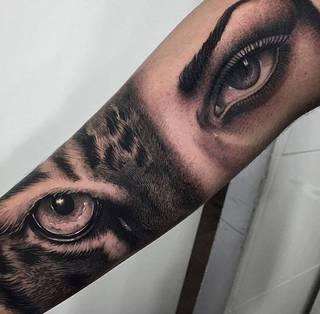 Świetna dziara wykonana przez hiszpańskiego tatuatora Samuela Rico