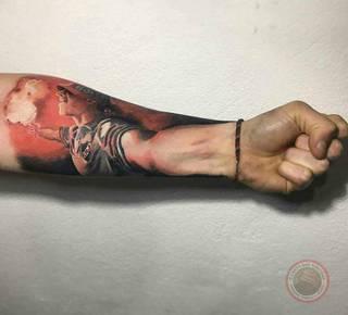 Świetny pomysł na tatuaż dla fanatyka