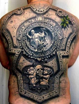 Tatuaż płaskorzeźba
