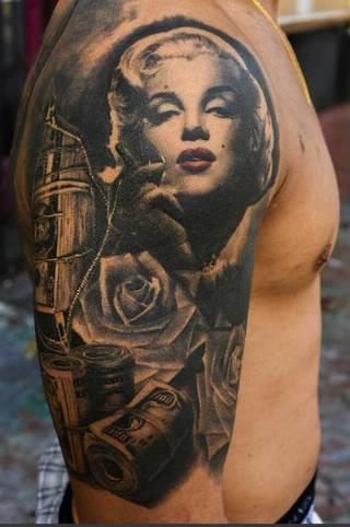 Tatuaż z motywem Marilyn Monroe.