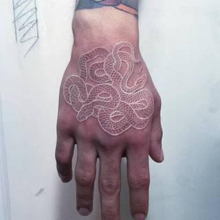 Wijące się ręce są chaotyczne, ale twórcze.