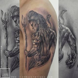 Wizerunek Shivy na ramieniu.