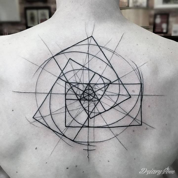 Tatuaż W każdej materialnej...
