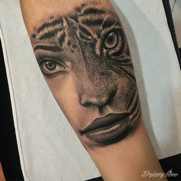 Tatuaż W każdym spojrzeniu...