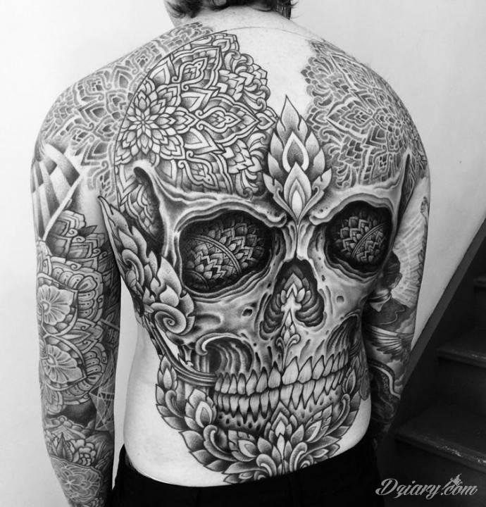 Tatuaż W mandalach śmierci...