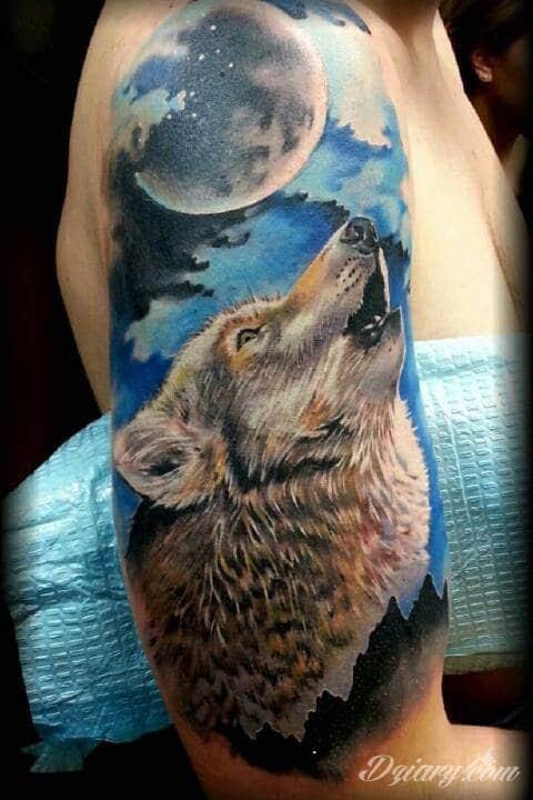 Wilk Wyjący Do Księżyca Tatuaż Z Dodatkiem Niebiesk