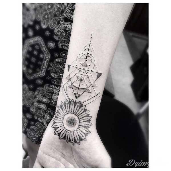 Wykonanie tatuażu: Dr Woo