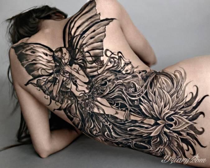 Wzór wróżki i kwiatu. Duży tatuaż na plecach